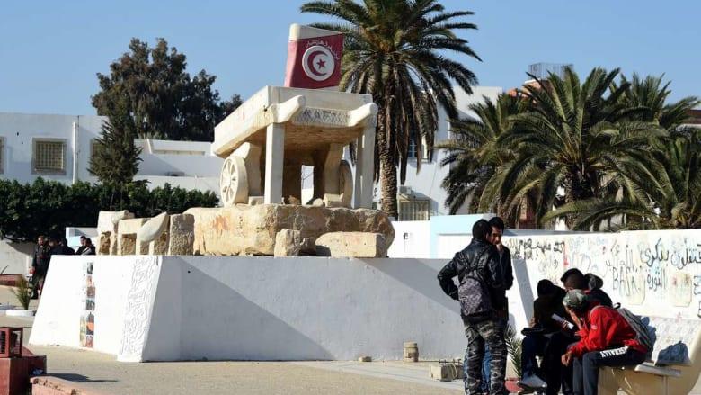 تونس تحتفل بذكرى ثورتها في أجواء باهتة وسط مشاكل اقتصادية وتحديات أمنية