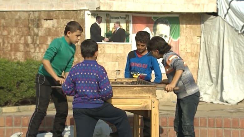 بالفيديو: كاميرا CNN من داخل مخيم للاجئين تدعمه روسيا في اللاذقية