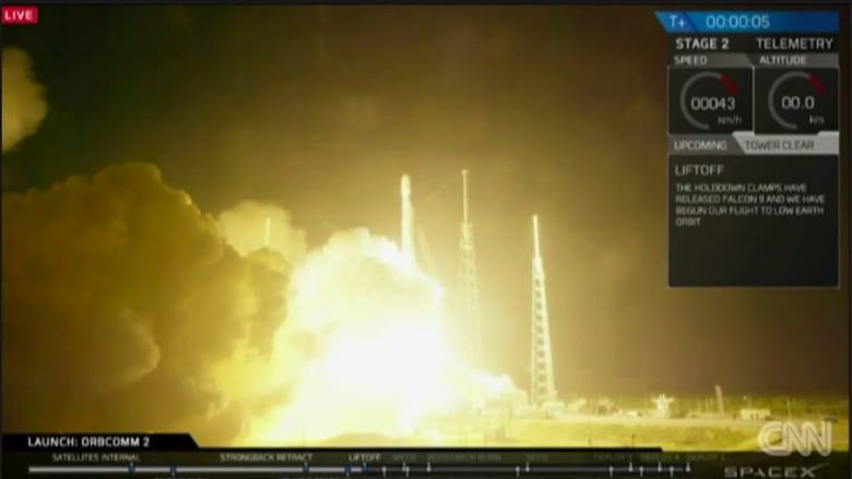 """شاهد.. """"سبيس إكس"""" تنجح في اختبار صاروخ """"ذهاب وعودة"""" بين الأرض والفضاء"""