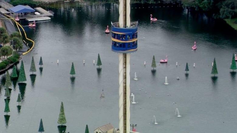 بالفيديو: رعب في السماء بعدما علق ركاب على برج متحرك 3 ساعات