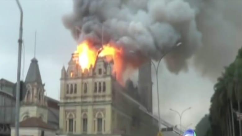 شاهد.. حريق هائل يلتهم متحف اللغة البرتغالية بالبرازيل