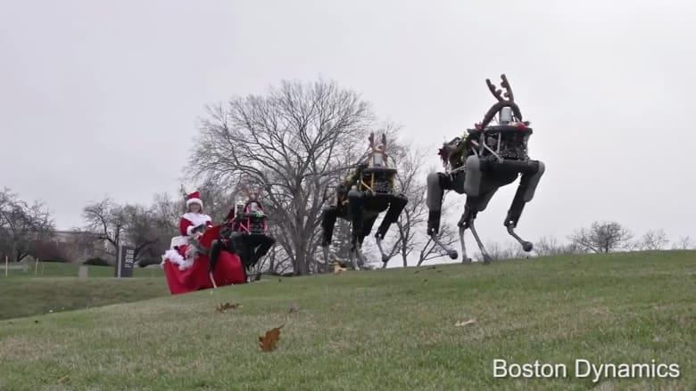 """شاهد.. غزلان روبوتية تجر عربة """"سانتا كلوز"""""""