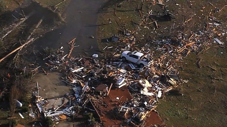 مقتل 11 شخصاً في عواصف وأعاصير بجنوب أمريكا ليلة عيد الميلاد