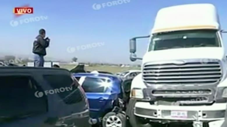 شاهد.. اصطدام 30 مركبة في كارثة مرورية تقتل 6 أشخاص بالمكسيك