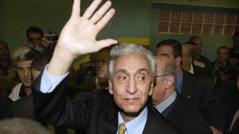 وفاة حسين أيت أحمد تخيّم على الحياة الإعلامية والسياسية والرياضية في الجزائر