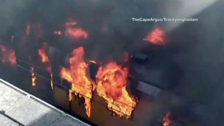 بالفيديو: للمرة الثالثة خلال شهور قطار يحترق في المحطة بكيب تاون والسبب مجهول