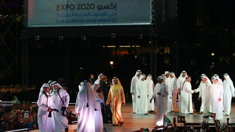 حاكم دبي يشارك في الاحتفالات بالقرب من برج خليفة بمناسبة اليوم الوطني للإمارات وفوز الإمارة بحق استضافة معرض اكسبو 2020