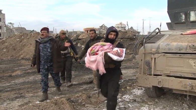 بالفيديو: مشاهد نادرة لكاميرا CNN من داخل الرمادي.. أفخاخ بكل مكان وجنود يتسابقون لإنقاذ العائلات