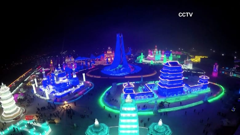 شاهد.. أطول قلعة جليدية ومنحوتات مذهلة في مهرجان للجليد بالصين