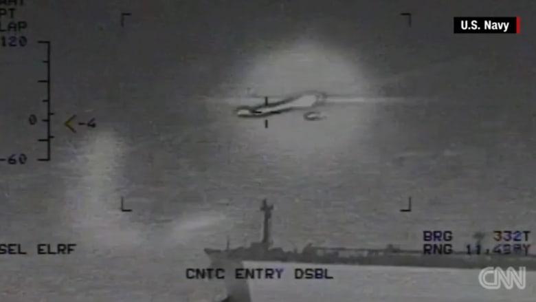 شاهد.. مقطع يُظهر سقوط صاروخ إيراني قرب حاملة طائرات أمريكية بالخليج