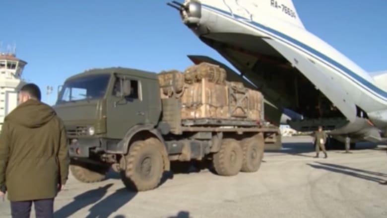بالفيديو: إلقاء مساعدات إنسانية روسية فوق مدينة دير الزور في سوريا