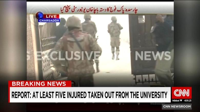 مسلحون يقتحمون مقر جامعة في باكستان وأنباء عن مقتل 20 طالبا على الأقل