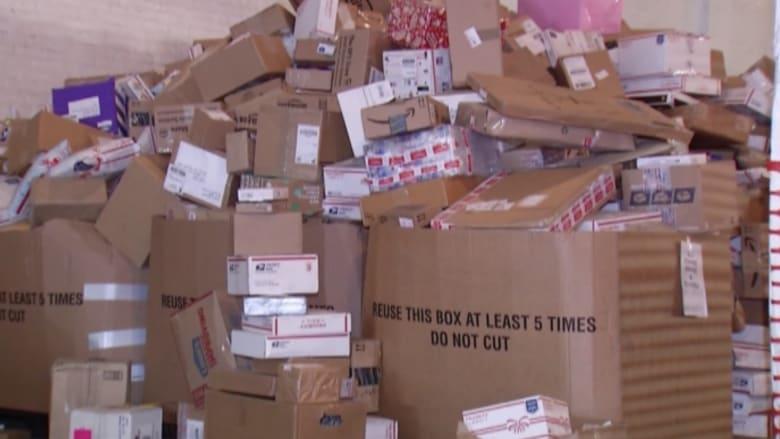 بالفيديو: هدايا من جميع أنحاء العالم لفتاة فقدت عائلتها في حريق منزلهم