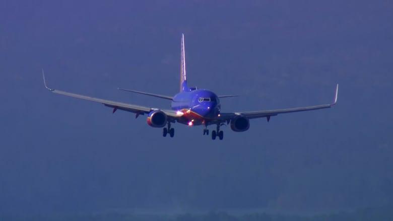 بالفيديو: إلغاء وتأجيل أكثر من 4000 رحلة جوية في أمريكا بسبب عاصفة ثلجية