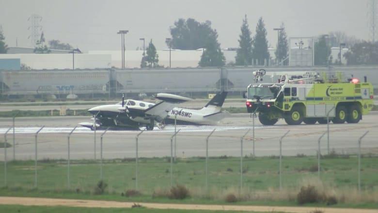 شاهد.. هبوط طائرة بدون عجلات في مطار بكاليفورنيا