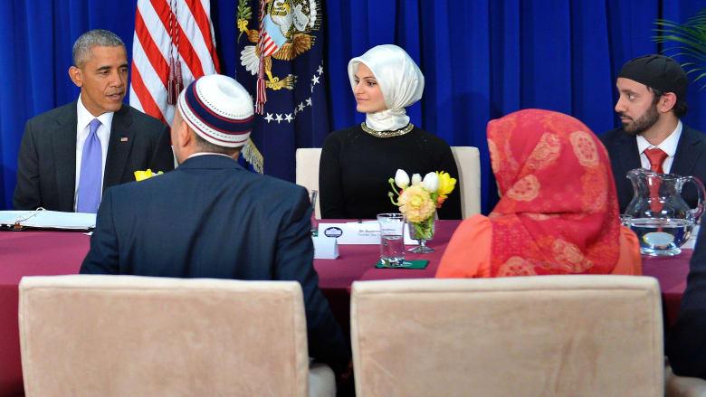 بالصور.. أوباما في مسجد أمريكي لأول مرة: استهداف الإسلام هو استهداف لكل الأديان