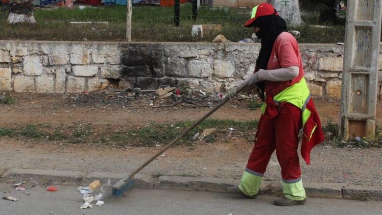 صفية.. منظفة الشوارع التي اقتحمت مجال الذكور