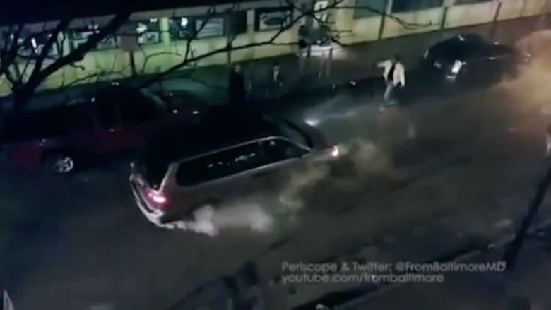 بالفيديو: سائق غاضب يصدم سيارة عمدا ويصيب سيدة بجروح خطيرة