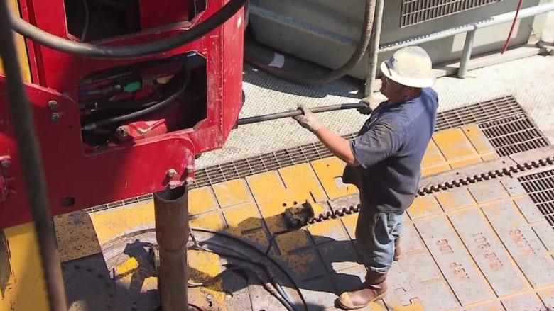 بالفيديو: ما الذي تقوله لنا أسعار النفط المنخفضة؟ وهل تحدث صفقة بين أوبك والمنتجين غير الأعضاء؟