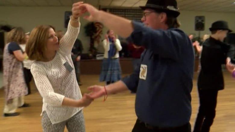 بالفيديو: محاربون سابقون من ساحات القتال إلى صالات الرقص.. العلاج على أنغام الموسيقى