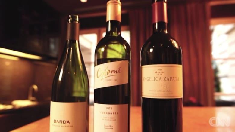 """بالفيديو.. خبيرة تقدم أربع نصائح """"أساسية"""" عند شراء النبيذ"""