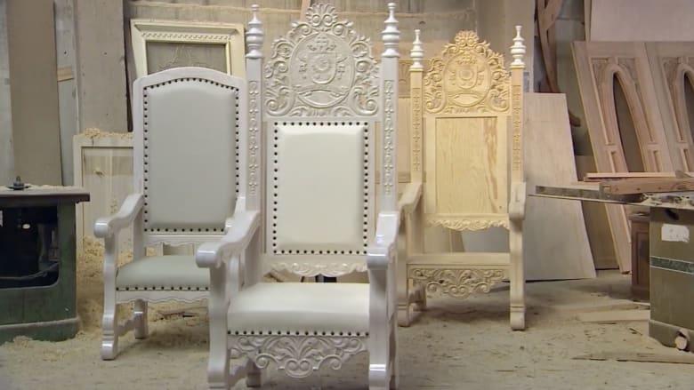 بالفيديو: حرفيون يصنعون 5 كراسي في 400 ساعة ليستخدمها البابا في زيارته للمكسيك