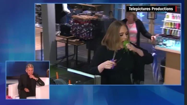شاهد المغنية أديل تأكل الحشيش في مقلب مع إيلين ديجينرس