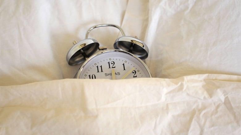 """هل أسلوب نومك متقطع وغير مريح؟ إليك 7 نصائح لـ""""سبات عميق"""".."""