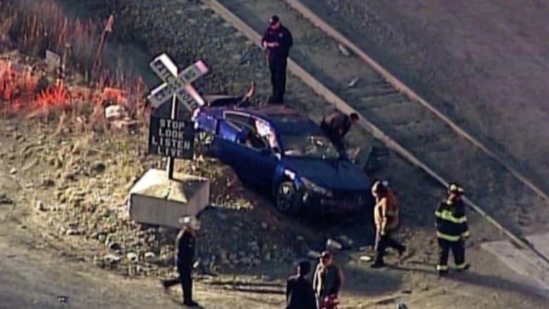 بالفيديو: إصابة شخصين اصطدمت سيارتهما بقطار في ولاية ميزوري