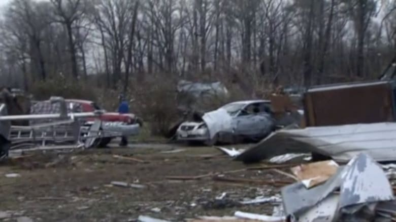 بالفيديو: سلسلة أعاصير تضرب عدة ولايات أمريكية.. وتحذيرات من القادم