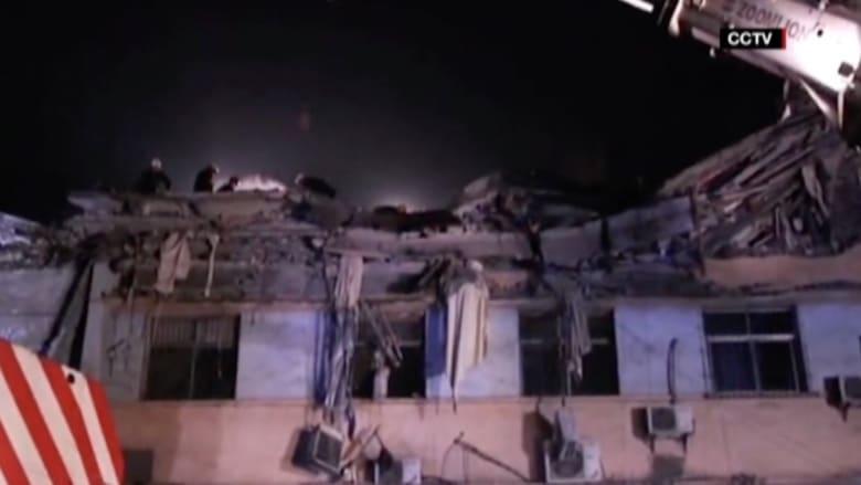 بالفيديو: مصرع 6 أشخاص وانتشال 8 أحياء بعد انهيار بناية في الصين