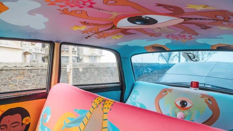 """سيارات أجرة في مومباي.. تُدخل زبائنها إلى """"شرنقة"""""""