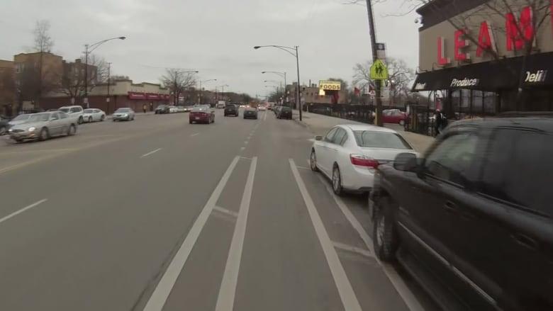 بالفيديو: من كاميرا مثبته على خوذته.. سائق دراجة تتحول رحلته الى كابوس مرعب