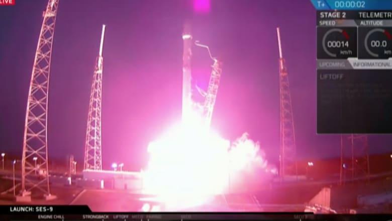 """شاهد.. إطلاق ناجح لصاروخ """" فالكون 9 """" إلى الفضاء وفشل بهبوطه عند العودة"""