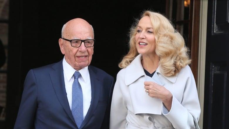 بالفيديو: بعمر 82 عاماً.. القطب الإعلامي مردوخ يتزوج العارضة السابقة جيري هول