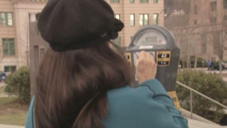بالفيديو: احذر مخالفات إيقاف السيارات في أمريكا.. فستدفع الثمن بسماع أغاني من الثمانينيات