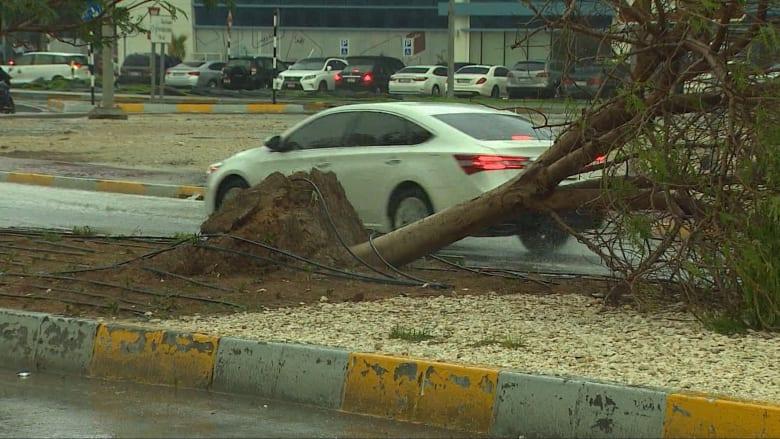 شاهد.. قوة عاصفة الأمطار التي ضربت الإمارات قد تؤرخ في الكتب!