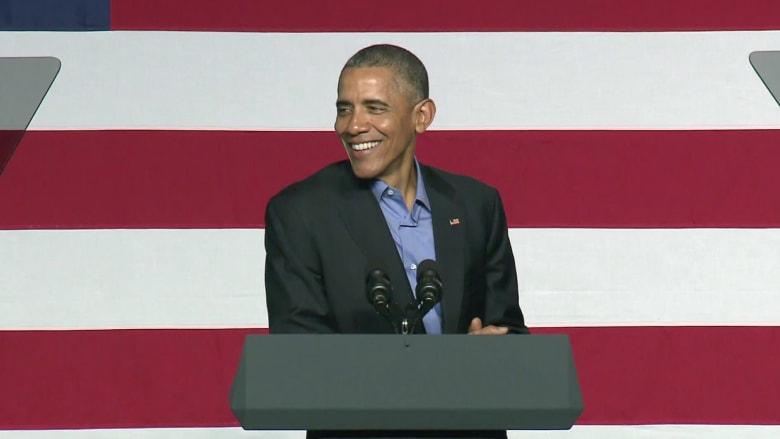 """شاهد.. أوباما يستعرض أبرز إنجازات رئاسته ويسخر من """"شرائح اللحم ونبيذ"""" ترامب"""