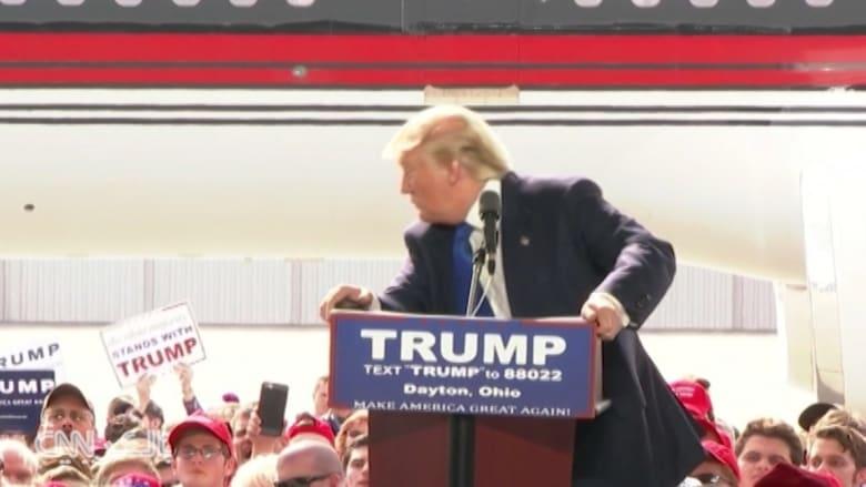 شاهد: فزع ترامب خلال إلقاء كلمته في أوهايو.. وإلغاء تجمع انتخابي في شيكاغو بسبب اشتباكات