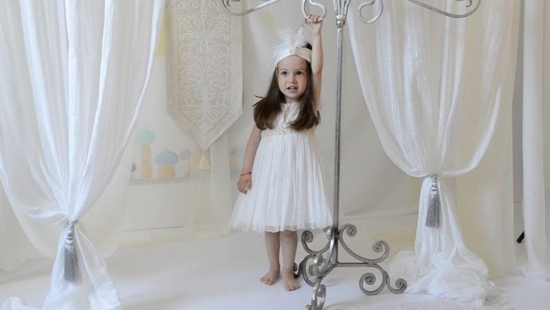 """بالفيديو: الخيال يصبح حقيقة في عالم أزياء """"الملائكة الصغار"""""""