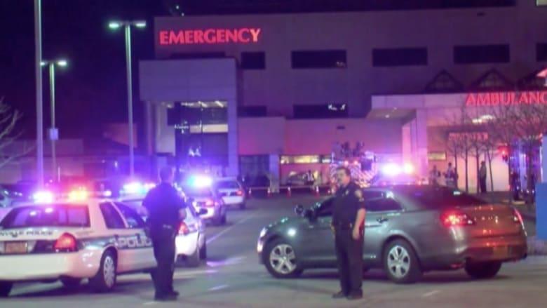 بالفيديو: سائق يخترق بسيارته حائط مستشفى.. ويستقر في الطوارئ