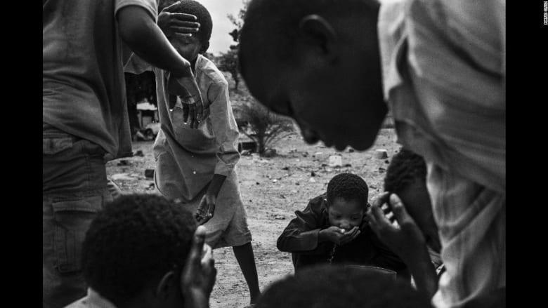 هكذا يعامل الطلاب في بعض مدارس تحفيظ القرآن غرب أفريقيا