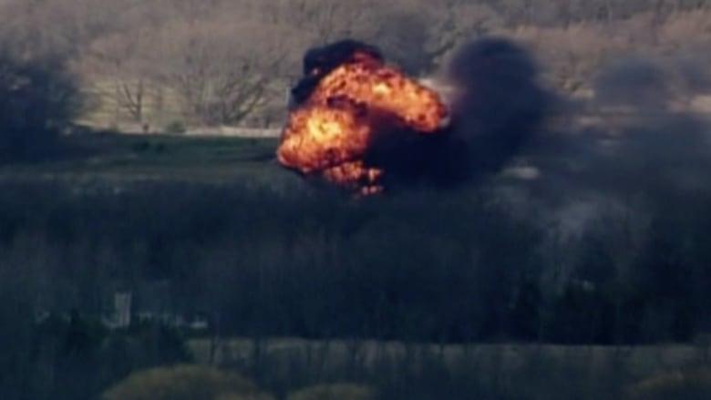شاهد.. لحظة انفجار هائل خلال حريق ضخم بمستودع في ولاية ويسكونسن