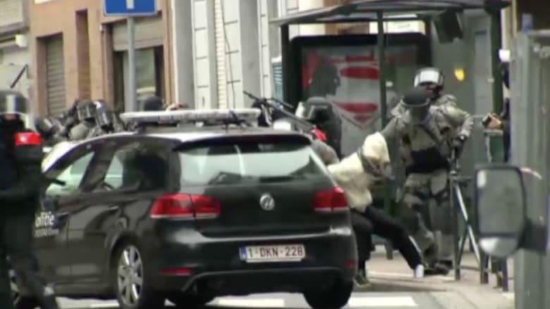 بالفيديو: إطلاق نار واعتقال 5 في مطاردة درامية للمطلوب الأول في أوروبا.. والرئيس الفرنسي: سنطالب بلجيكا بتسليمه