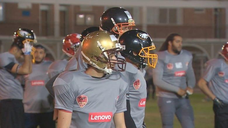كرة القدم الأمريكية.. تجد طريقها في أرض الفراعنة! والمصريون يتدربون مع نجوم اللعبة