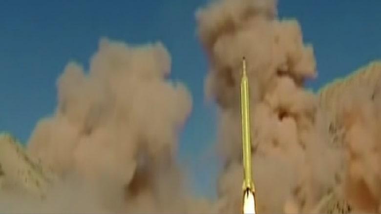 """شاهد.. عبارة """"يجب محو اسرائيل"""" على صواريخ إيران.. وهتافات الموت لأمريكا باحتفالاتها فماذا تغيّر؟"""