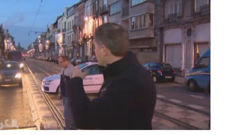 بالفيديو: مراسل CNN قرب منزل مشتبه به خلال مداهمة الشرطة