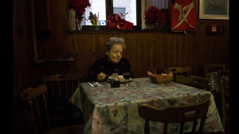 """مصور فوتوغرافي """"يسرق"""" أكثر اللحظات خصوصية من حياة الغرباء"""