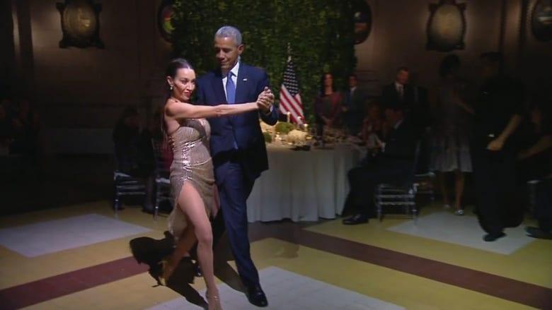 شاهد: أوباما يتمايل مع راقصة التانغو في الأرجنتين.. والنقاد: يبعث رسائل خاطئة بعد تفجيرات بروكسل