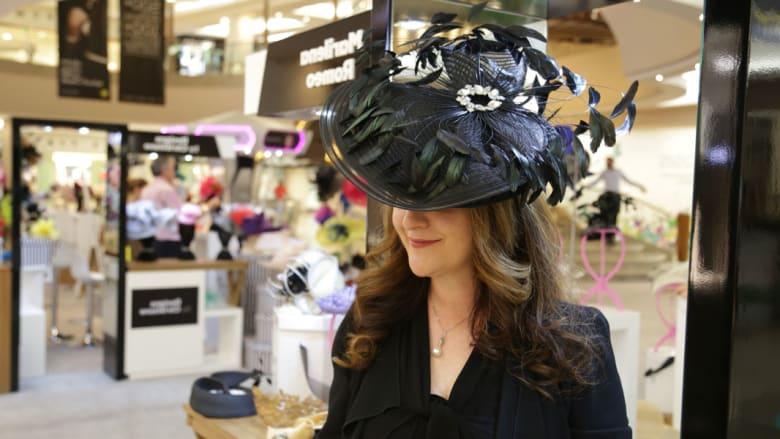 تصاميم القبعات التي ستتزين بها النساء في كأس دبي العالمي..سوق بحد ذاتها